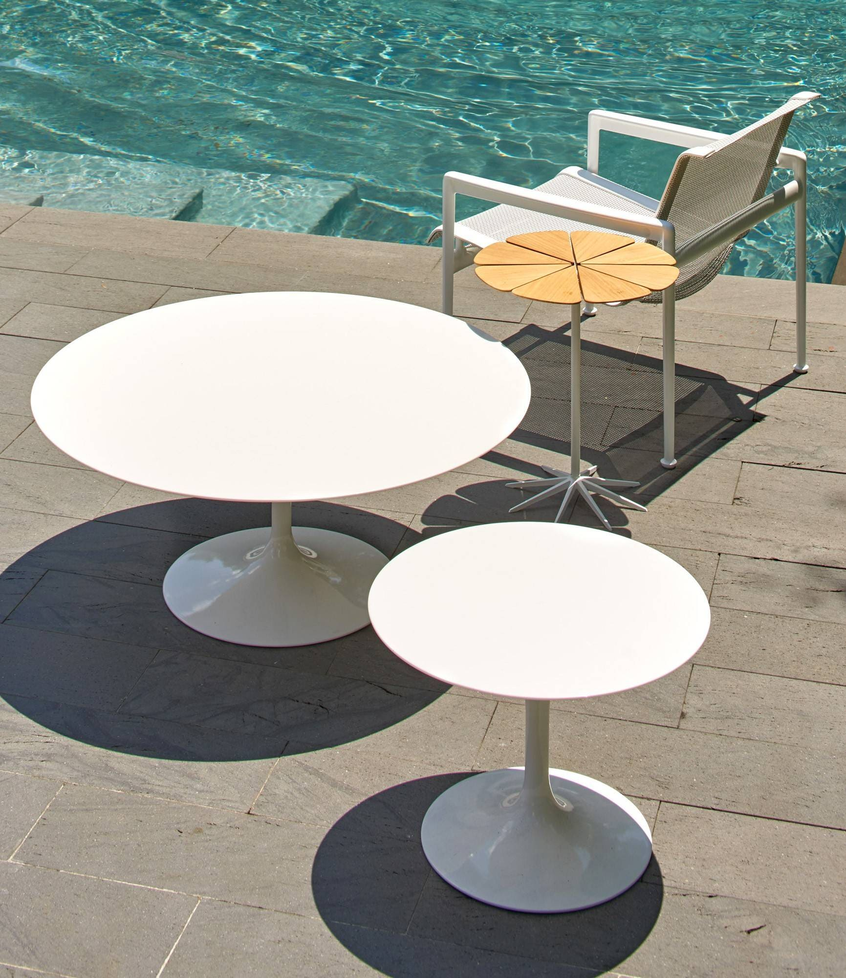 knoll saarinen round coffee table outdoor gr shop canada. Black Bedroom Furniture Sets. Home Design Ideas