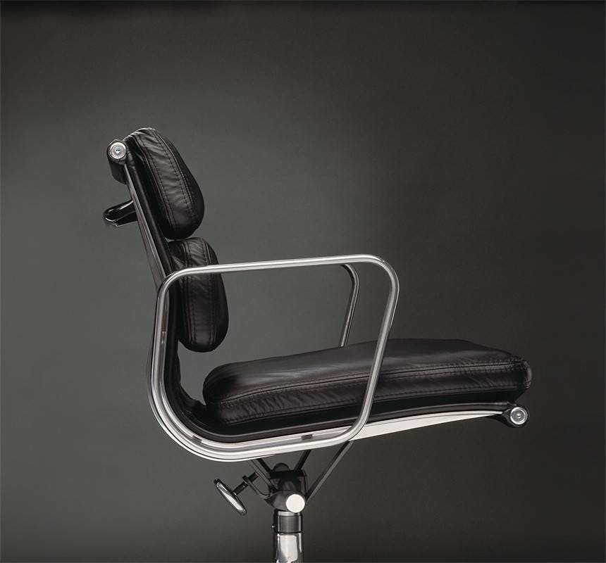 herman miller eames soft pad chair management chair. Black Bedroom Furniture Sets. Home Design Ideas