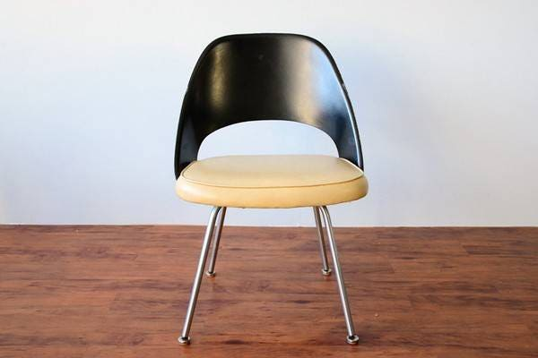 Knoll Eero Saarinen - Executive Armless Chair (Plastic Back, Tubular Legs And Glides)
