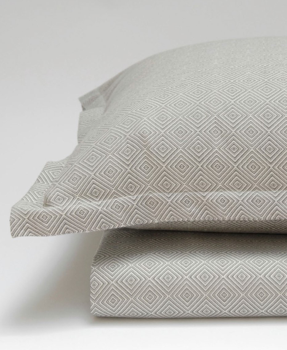 Area Bedding Dia Grey Pillow Cases (Not in Source)