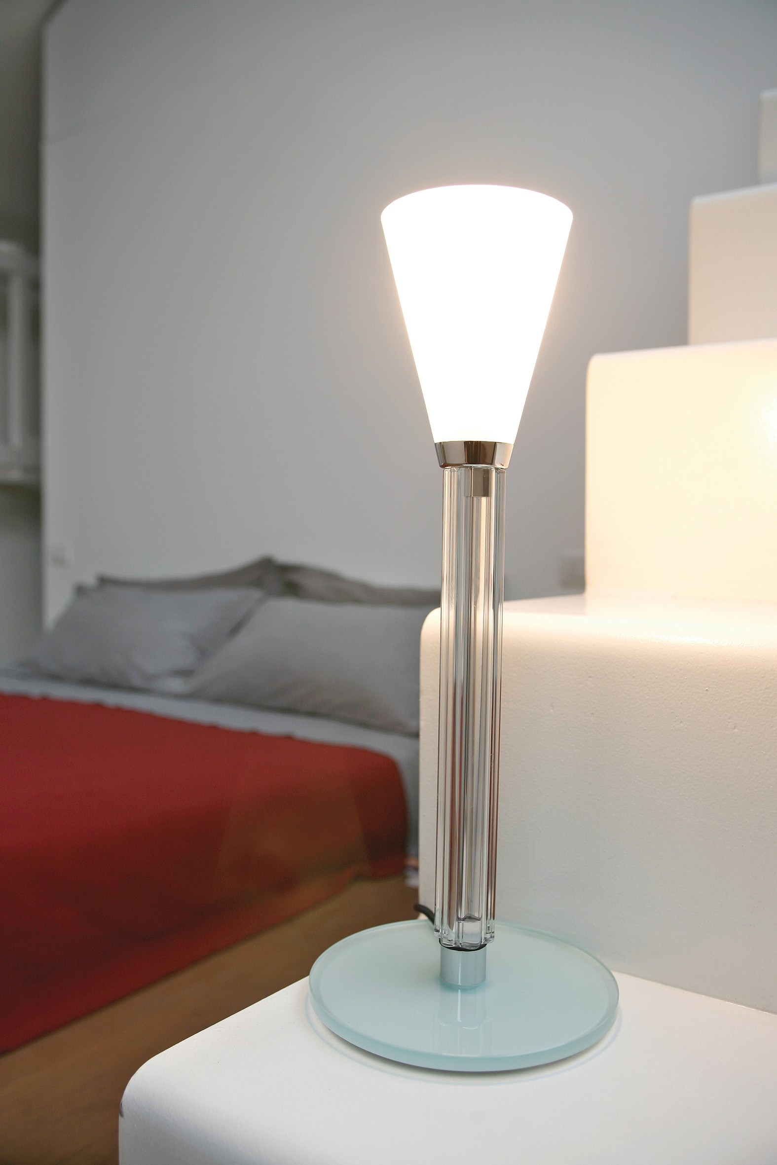 Lumen Center Ice 02 Table Lamp