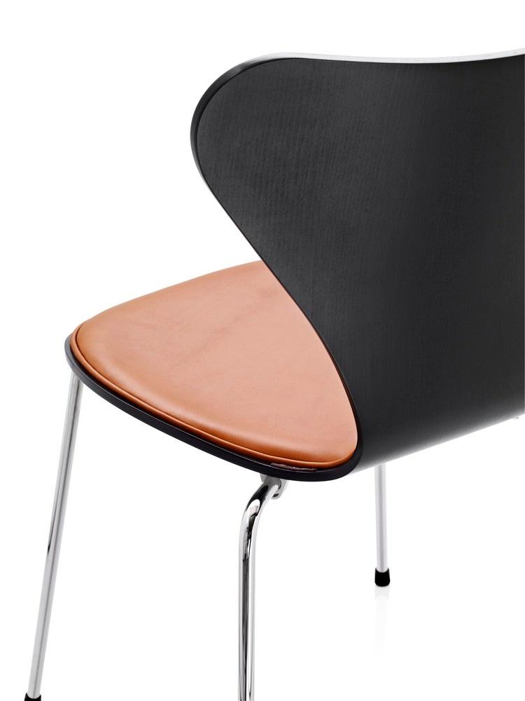 fritz hansen series 7 chair front upholstered gr shop canada. Black Bedroom Furniture Sets. Home Design Ideas